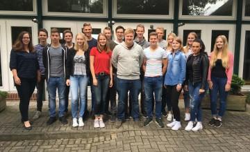 Der Ausbildung.Plus-Jahrgang 2017 mit Klassenlehrerin Frau Wolke